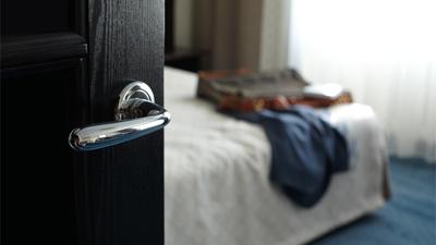 Furto dentro de quarto de hotel gera danos morais