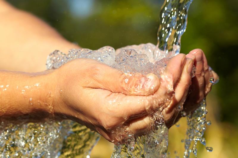 Condomínio não pode suspender fornecimento de água a morador inadimplente